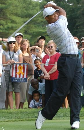 800px-Tiger_Woods_2007